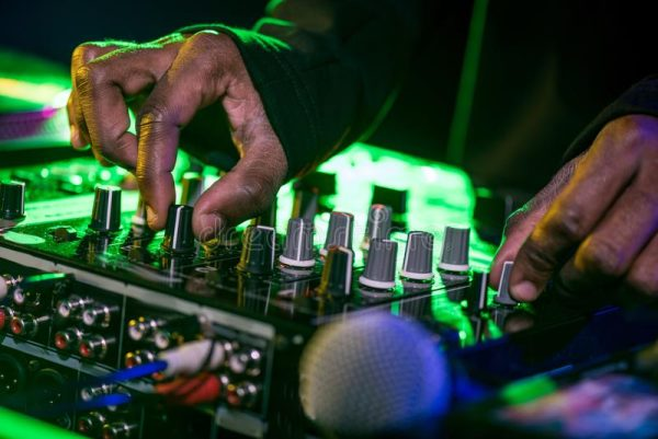 How to become a professional DJ?  skills and learning