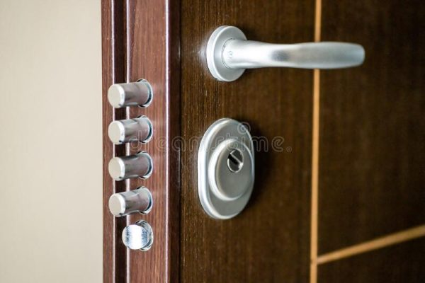 Our tips for securing the entrance to your home