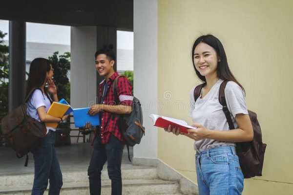 How to choose side bags for college girls? The best bag models